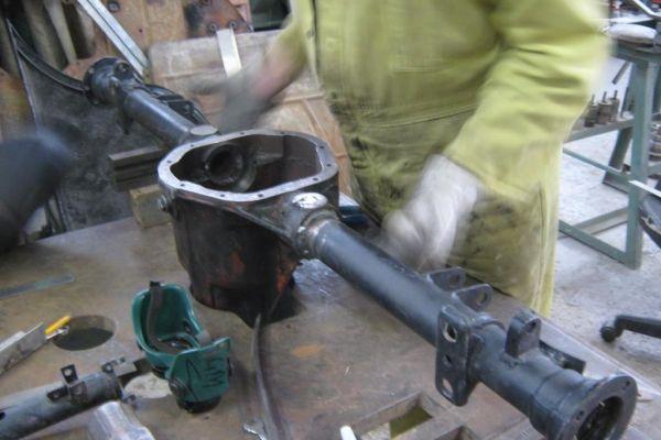aston-rear-axle-welding4-jpgaston-rear-axle-welding5E7D4778D-73A8-C1A0-60D3-C2281C3C79BB.jpg